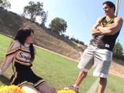 Football Trainer fickt Cheerleader