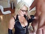 Dominante Frau fickt und entsaftet Sklaven