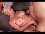 Reife Blondine ruft nach ihrem Stecher