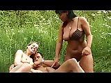 Dreier im Freien mit Mandy Blue