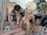 Zwei dicke Pimmel für Dolly