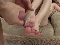 Jessie Palmer bekommt auf die Füße gewichst