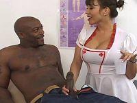 Krankenschwester braucht eine Sperma-Probe