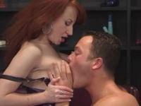 Stripperin in Latex fickt mit einem Zuschauer