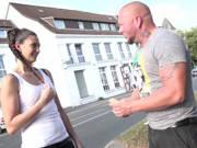 Deutsche mit einem geilen Arsch fickt für Taschengeld