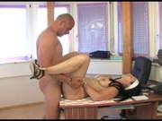 Deutscher Bürosex zwischen Chef und einer sexy Angestellten