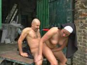 Mönch und Nonne bumsen Outdoor