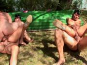 Arschfick Orgie am See mit zwei Schlampen