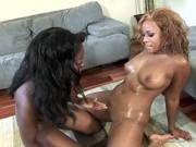 Die zwei schwarzen Frauen wissen was geiler Lesbensex ist