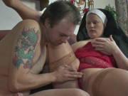 Mollige Nonne bumst mit einem Handwerker