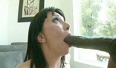 Schwarzer Riesenschwanz für eine scharfe Frau mit geilen Naturtitten