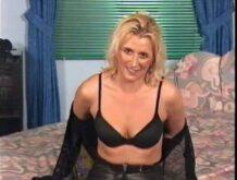Deutsches 90er Casting mit einer blonden Frau