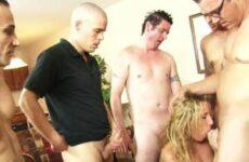 Stripperin wird zum Gangbang überredet