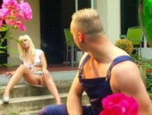 Blondine will mit dem Gärtner ficken und bekommt reingespritzt
